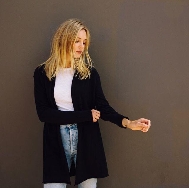 Weekend style = cozy cashmere Portland knit + favorite white tee + @shopredone jeans ❤️ - - - - #LA #maxlainer #losangeles #california #instastyle #ootd #metoday #wiwt #wwd #closetessential #womensweardaily #LAstyle #styleblog #styleupdates #fashion  #denim #cashmere  #instaluxe #dailyoutfit #outfitinspiration #cozycashmere #christmasiscoming #winterinLA #buylesschoosewell #lovemore #outfitideas #treatyourself #todaysmood #buynowwearnow