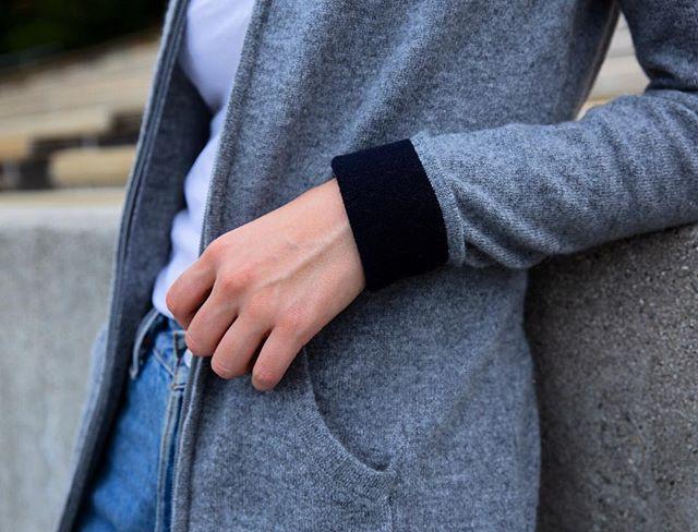 Details ✨ The Montana cashmere hoody. How do you wear yours? 😍 - - - - - #maxlainer #LA #knitwear #instastyle #ootd #metoday #wiwt #wwd #womensweardaily #LAstyle #styleblog #styleupdates  #winteruniform #weekendstyle #fashion #weekenduniform #denim #cashmere  #instaluxe #styledetails #treatyourself #buylesschoosewell  #sweaterweather #cashmerehoodie #newarrivals #❤️ #stylegoals #outfitinspo