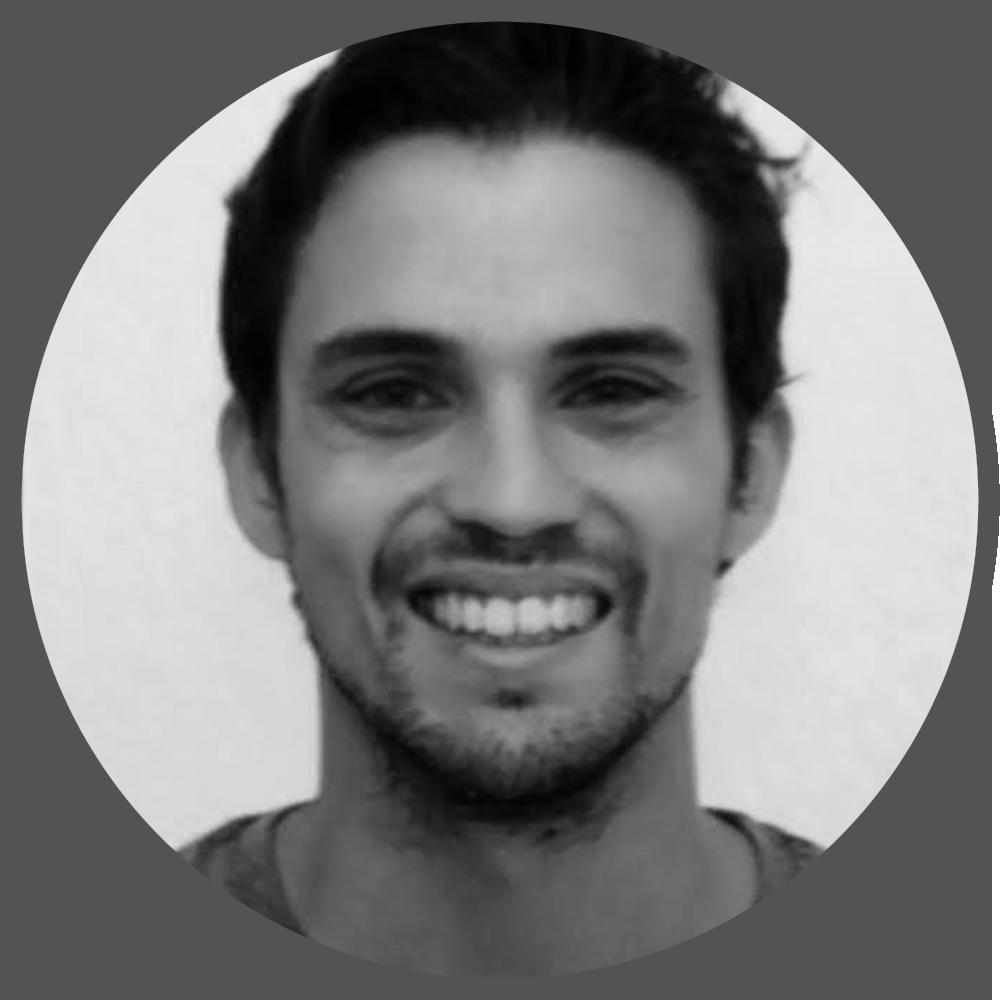 RAFAEL ESTEBAN CLARES Estudió Comunicación Audiovisual en la Universidad de Málaga, y más tarde un máster de Diseño Gráfico y Packaging entre Málaga y Ecuador. Rafael ha desarrollado su carrera entorno al Diseño Gráfico, tratando de aportar la parte de 3D siempre que procede. Utiliza Blender desde 2005 de forma autodidacta y ha impartido clases de Blender varios años en la Universidad Málaga para los alumnos y compañeros de Audiovisuales y Marketing. También da cursos relacionados con Blender en El Taller Artístico (Huelva). Lleva dos años trabajando de Freelance y actualmente sobretodo dedica su tiempo a llevar a cabo un proyecto de Realidad Aumentada para Seabery, una empresa onubense de vocación educativa cuyo primer producto de Realidad Aumentada enfocada a la soldadura se distrubuye en más de 40 paises.Como coordinador y ejecutor utiliza sobretodo Blender y Adobe Illustrator. Se considera un aprendiz con experiencia, sobretodo en Blender; nunca se deja de aprender.