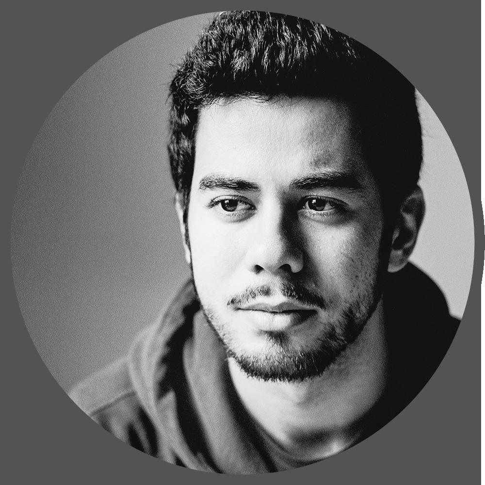 IGNACIO (NACHO) CONESA VIDAL (ARTISTA 3D FREELANCE)   Nacho es un animador murciano que actualmente trabaja como freelance, tras haber trabajado para estudios como  Ubisoft  en Barcelona, Framestore en Londres o el  Blender Animation Studio  en Amsterdam. Desde muy joven se interesó por el proceso de creación de animación y cine, a los 18 años decidió mudarse a Barcelona para estudiar narrativa y animación en Pepe School Land, donde conoció Blender. Desde entonces combina trabajos en grandes producciones con trabajos personales, cortometrajes y creaciones independientes.
