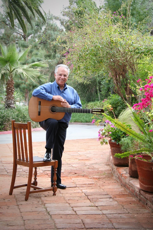 Maestro Romero s many accomplishments include  world premieres of Rodrigo´s  Concierto andaluz (with the Romero Guitar Quartet) 1d2322d3461