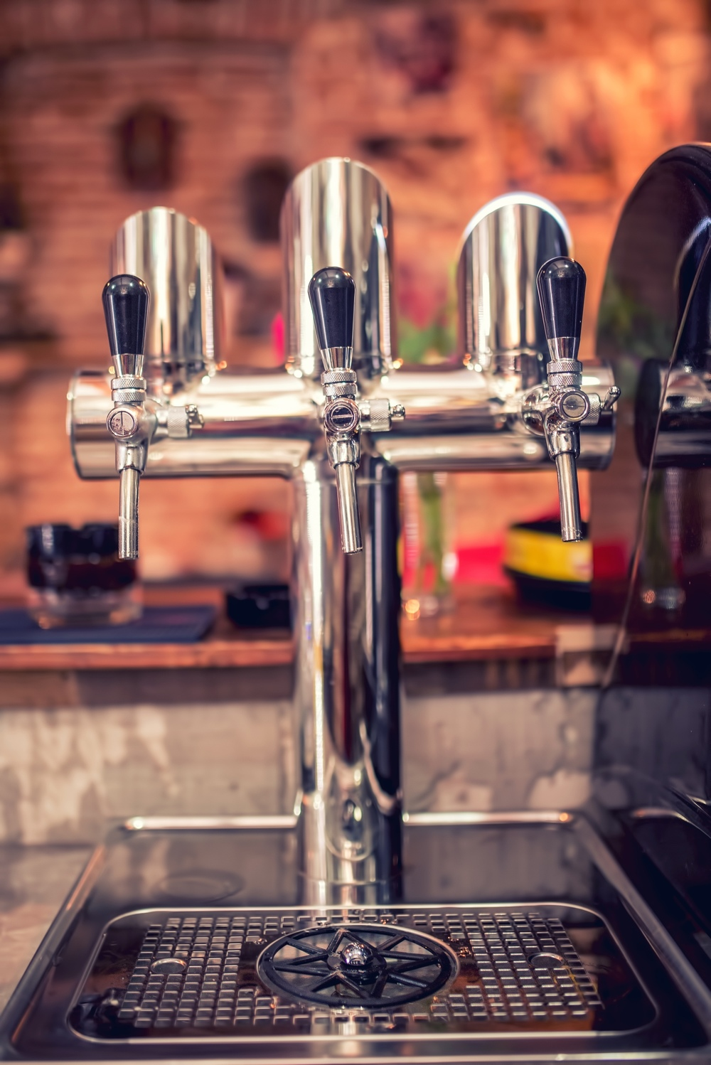 Beer-Taps-At-Restaurant-Bar.jpg