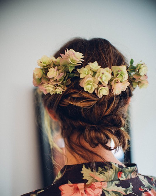 Loved these ornamental oregano Demi crowns for the bridesmaids. In 90 degree weather I felt very confident in their ability to hold up long into the party!  Photo by @fyrelitephotography