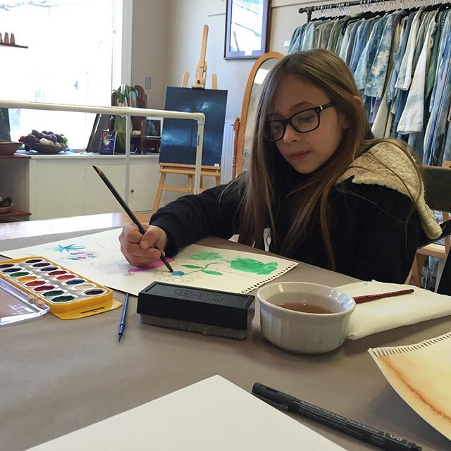 Madison enjoying a one on one art lesson at Kingdom Inspiration Studio #kingdominspiration #artclasses #homeschoolart