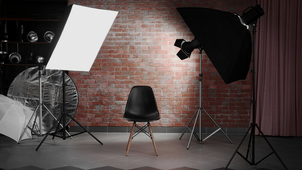 Lighting equipment - Understanding studio lighting, accessories and a complete breakdown on the physical nature of light for studio photography.