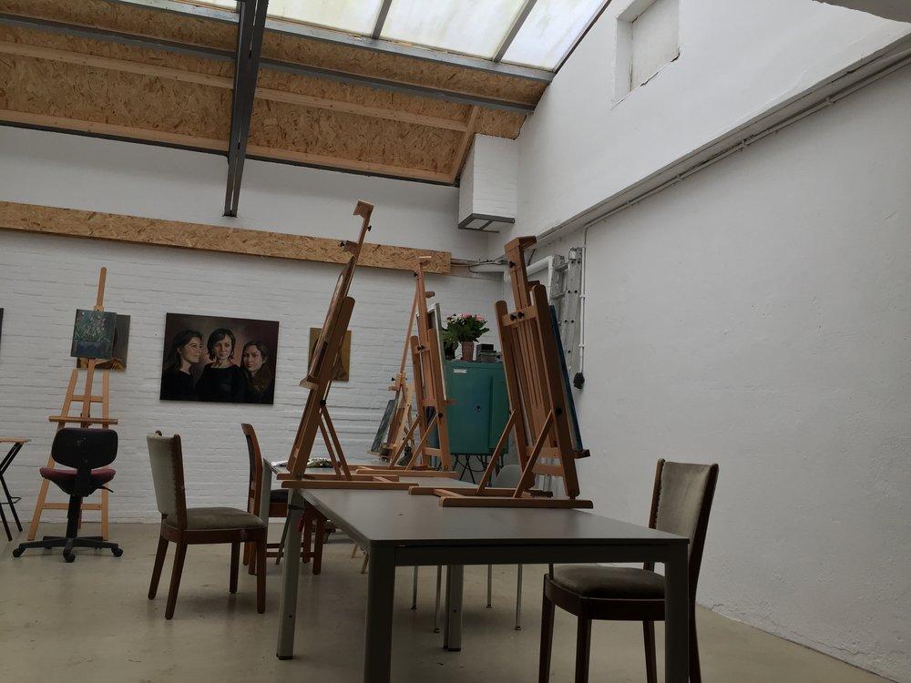 Atelier klaar voor de schilderlessen.
