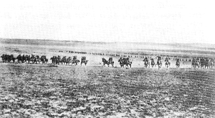 Troopers of the 4th Light Horse Brigade at Beersheba 1917. [Public domain]