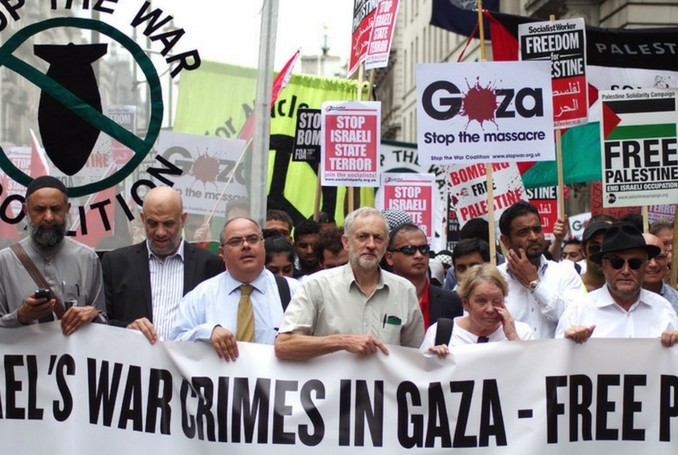 Jeremy Corbyn leading a 2014 demonstration against the Israeli war on Gaza. (Photo: RonF, via Flickr, file)