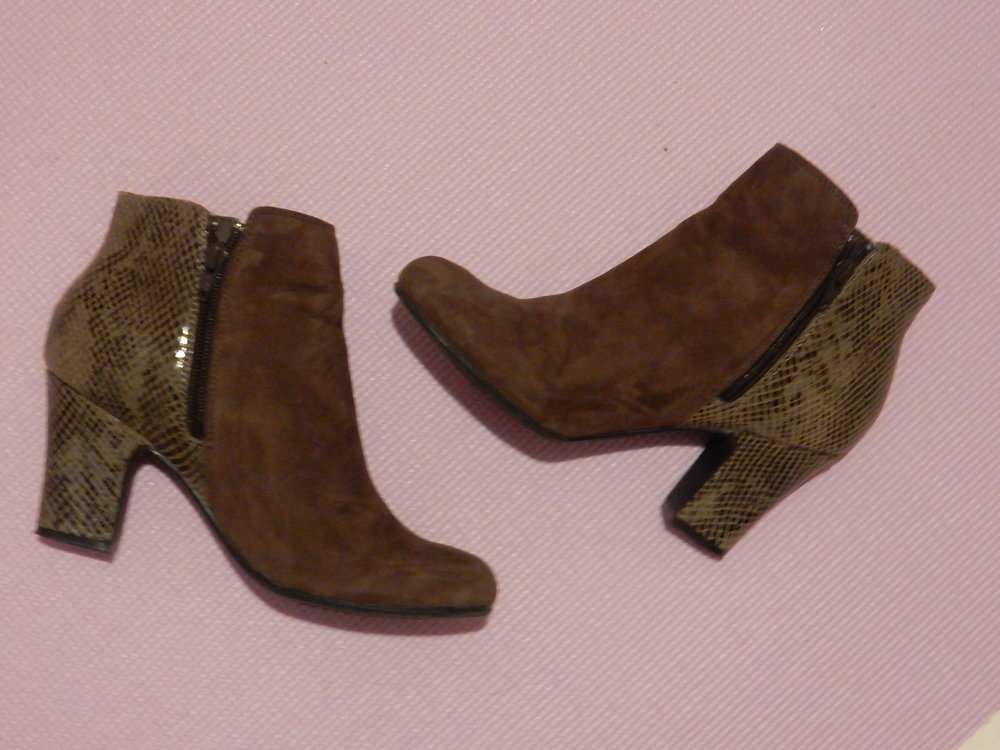 fashion blogger hotter shoes review divine booties