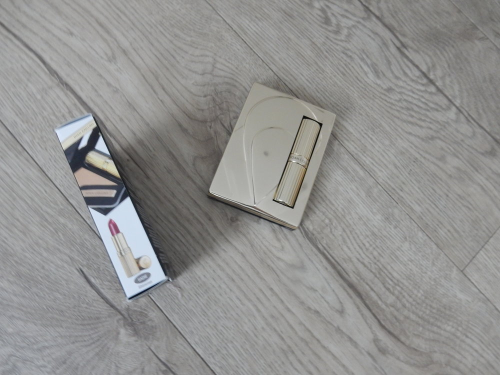 Beauty blogger reviews Joan Collins Paparazzi Compact Duo