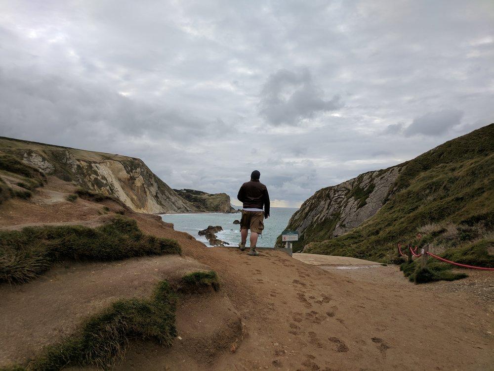 travel blogger durdle door