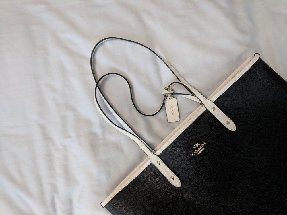 fashion blogger workwear lookbook bucket bag