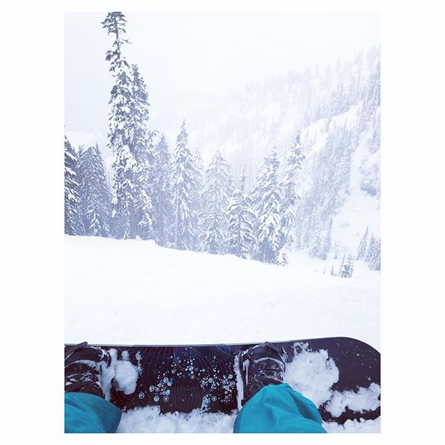 First day of the season🏂❄️ 💕 #betterlatethannever . . . . . . #mountainlove #baker #mtbaker #i❤️snow #protectourwinters #snowboarding #snowday #friyay #winterwonderland #mountaingirl #washingtonstate #skiresort #usa #snowboardgirl #burton #patagonia #arcteryx #chair6 #shredday #sorelegs #mountainsfordays #mountainlovers #mounatinday #snow❄️ #mtbakerskiarea #snowlife #greatoutdoors #westcoastbestcoast #pnwonderland
