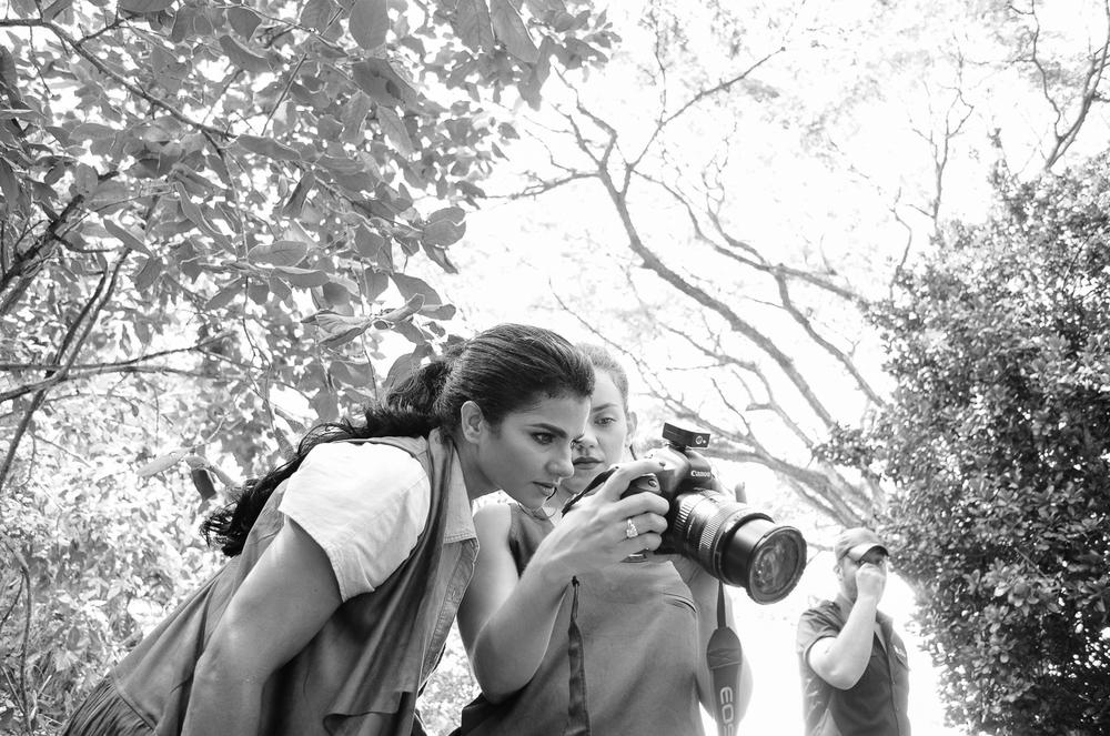 Nicole (@nickyfitmom) y yo.. chequeando que los músculos se vieran! / Fotos por Otto Santos (@ottosantosrd)