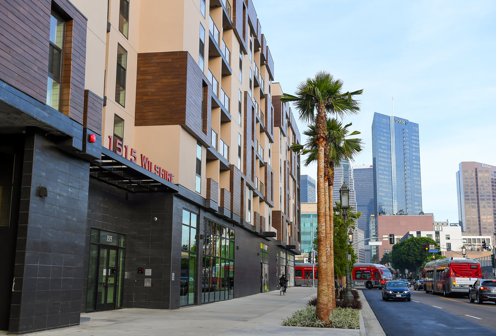The Wilshire Valencia apartment complex at 1515 Wilshire Blvd. in Los Angeles has been sold by developer Sonny Astani for more than $80 million to a real estate trust. (Gary Leonard / Astani Enterprises)