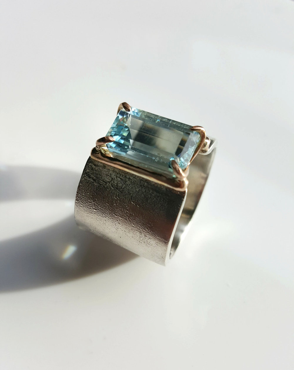 Rosie's Ring  Rosie has been dreaming of an Aquamarine ring for years now, we have discussed it many times and finally it all just fell into place with the right design and stunning stone just before Christmas.  This beautiful Aquamarine is set in 9ct rose gold, sterling silver band with my signature Rippled texture.