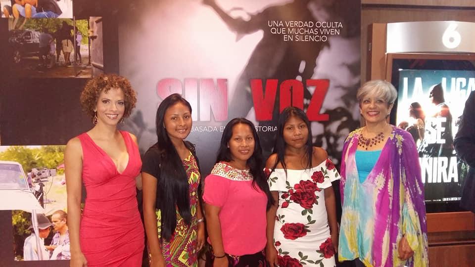 Celebramos el estreno de la película panameña SIN VOZ donde debutan en el cine los jóvenes de Piriati, participantes del taller de teatro que facilitamos hace algunos años en esta comunidad Emberá.