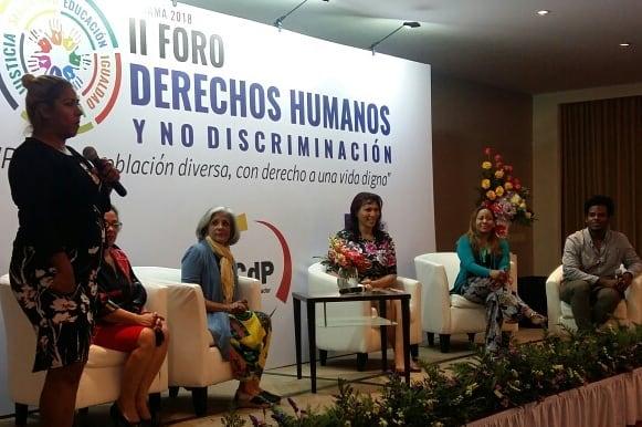 """Teatro Carilimpia presentó resultados de su proyecto de Teatro por los Derechos humanos durante el """"Taller de rendición de cuentas"""" del proyecto """"Ampliando y fortaleciendo la respuesta en prevención del VIH en Panamá"""". PNUD."""
