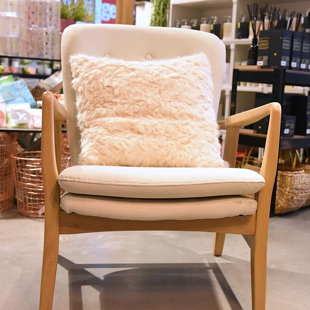 Everyone needs a chair of their own.... #furniture #oceangrove #interiordesign #beachstyle #stoneandgrain #chairlove