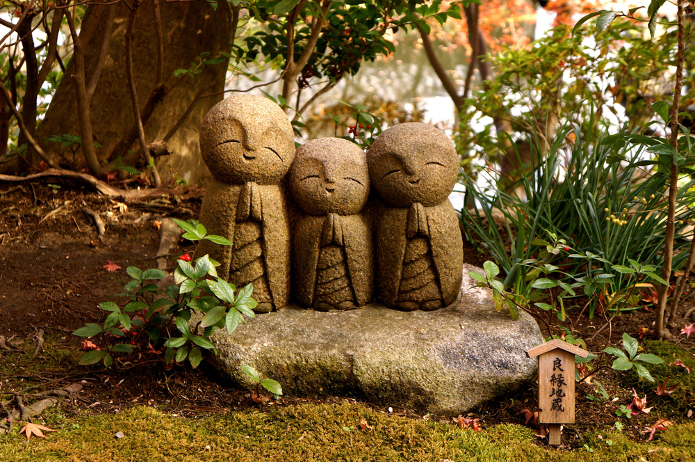 Three small statues in Hasedera temple