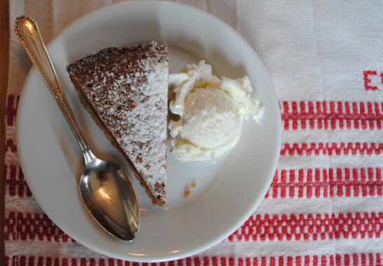 caroline's kitchen table - chocolate pie