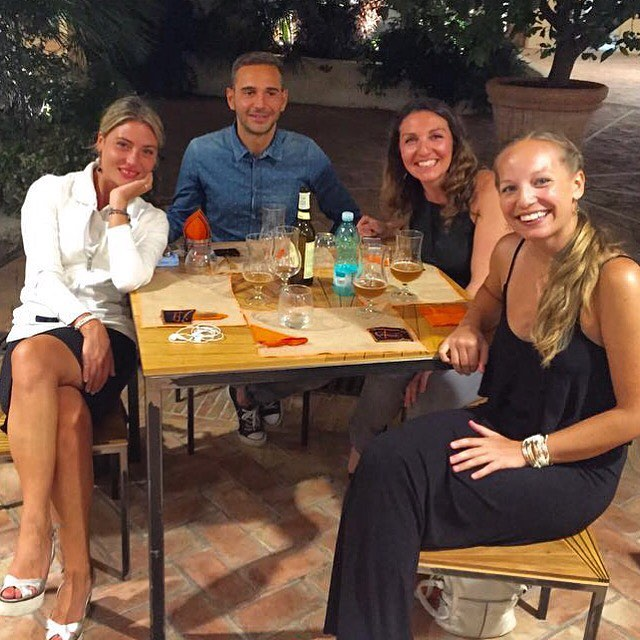 Andg & I with our Sardinian hosts.😀🍻We tasted Seadas after dinner, a typical Sardinian dessert - a fried pastry stuffed with pecorino sheep cheese and drizzled with honey.👍🏼