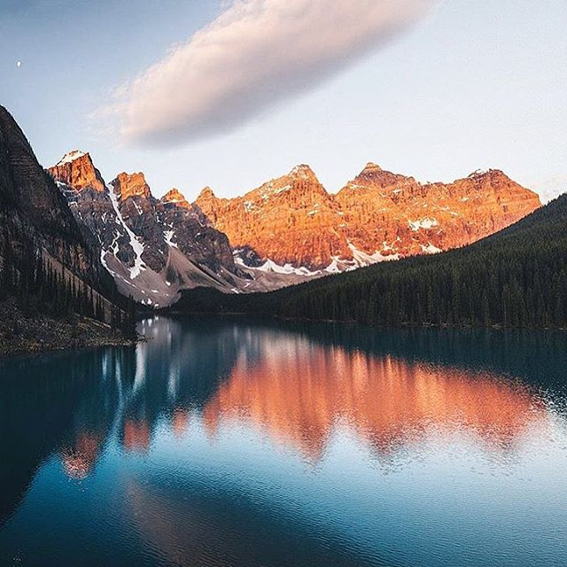 Kinda dreaming about + wishing for a view like this at Moraine Lake in Canada right about now. 🤞🏽🤤 #MundaneMondays #BeautifulView #GoOutside