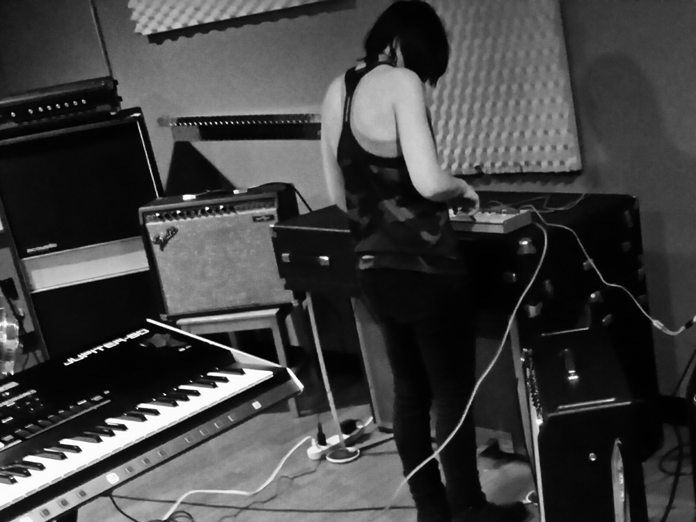-Molly working with the Roland TR-09 drum machine-