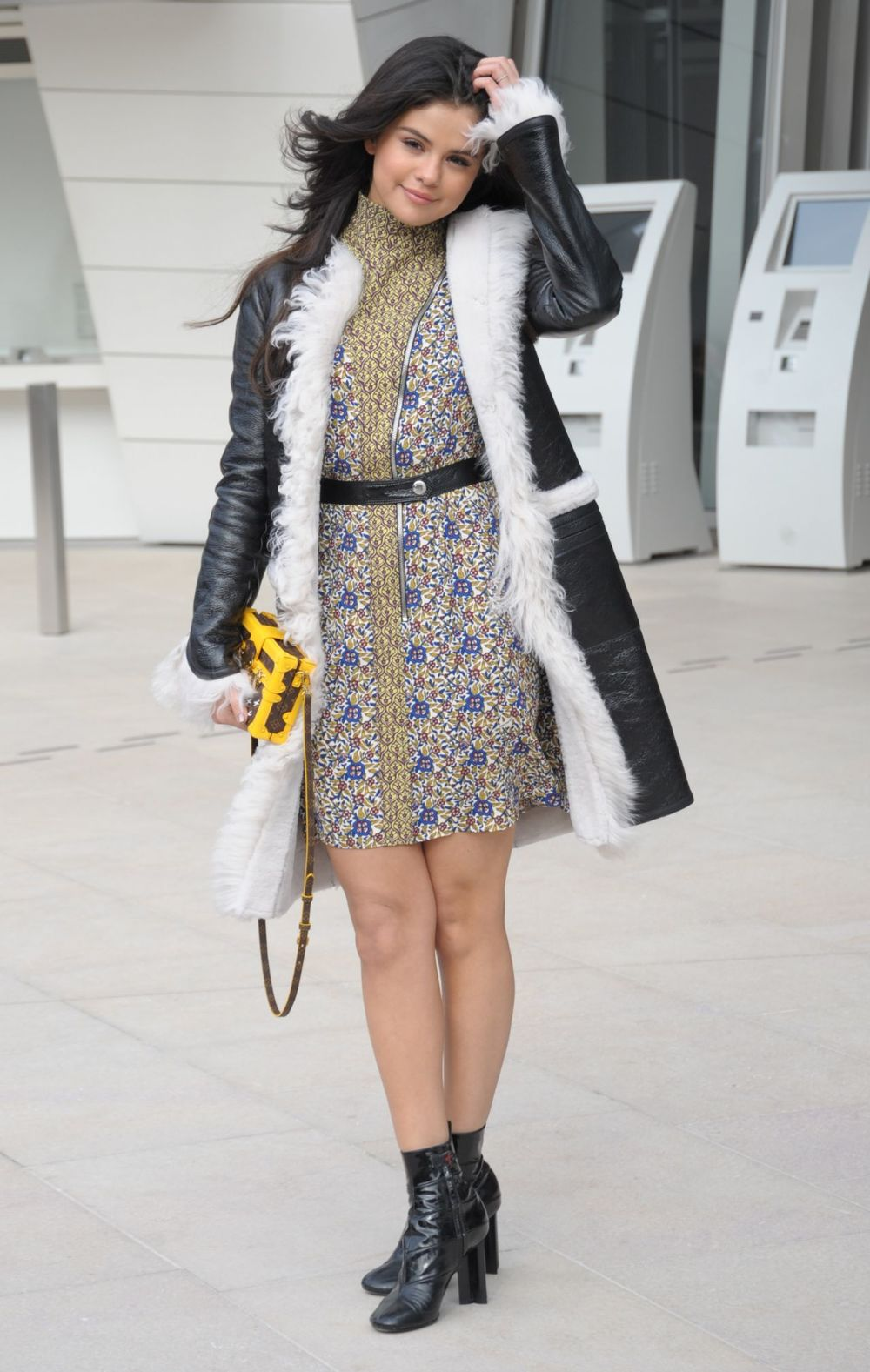 selena-gomez-style-louis-vuitton-fashion-show-in-paris-march-2015_10.jpg