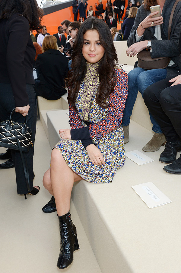 Selena-Gomez's-Stylish-Printed-Frock-look-at-Louis-Vuitton-Show-02.jpg