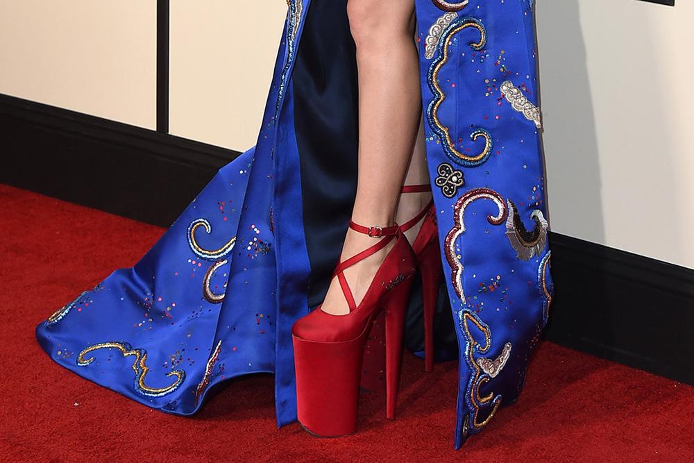lady-gaga-2016-grammy-awards-red-carpet-1.jpg