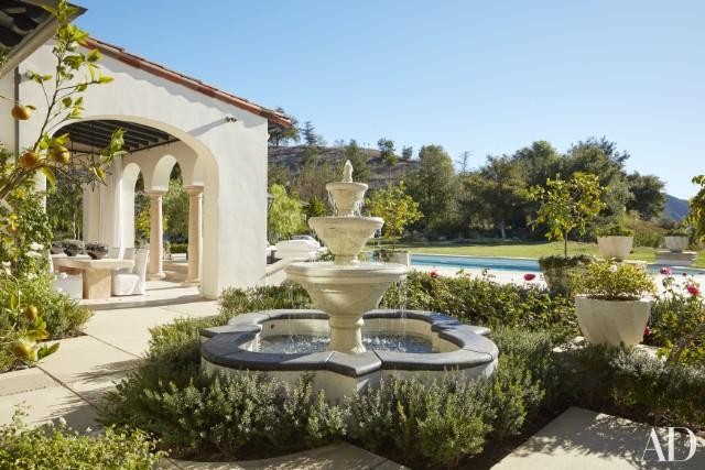 khloe-kardashian-home-house-inside-decpratio-architectural-digest-3-640x427.jpg