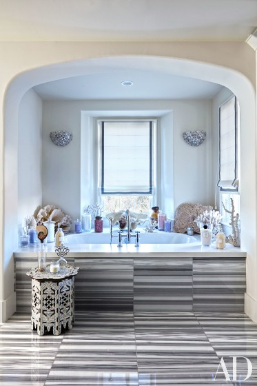 khloe-kardashian-home-house-inside-decpratio-architectural-digest-12-373x560.jpg