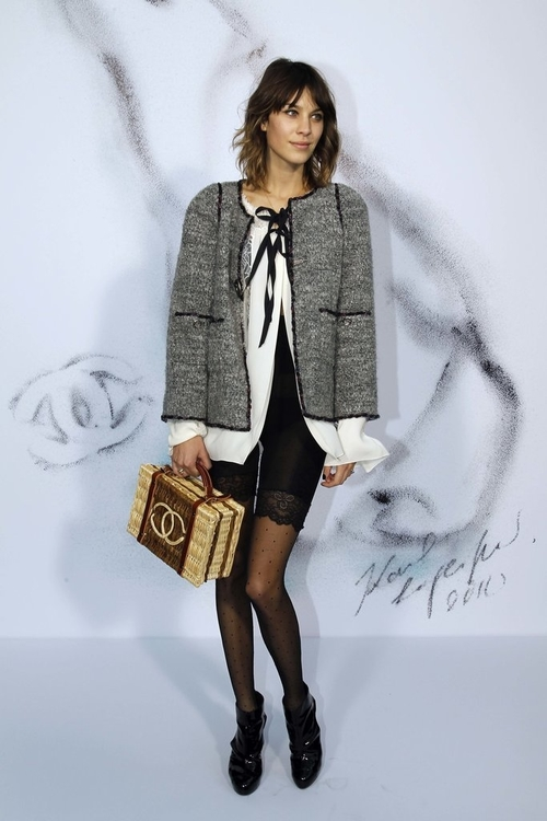 82953b4896ba39 The only outfit Alexa Chung regrets wearing — Daily Bird