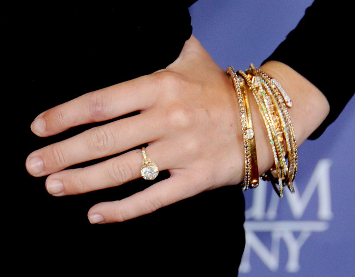 3-miley-cyrus-engagement-ring-liam-hemsworth-0118-getty-w724.jpg