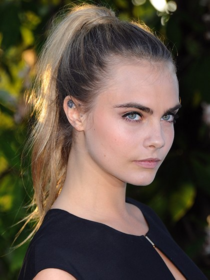 celebrity-trends-2015-10-cara-delevingne-with-eyebrows.jpg