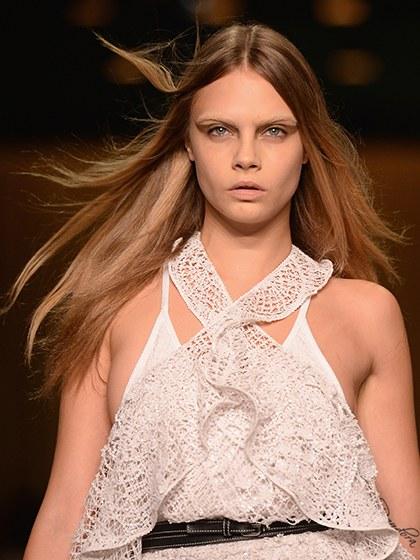 celebrity-trends-2015-10-cara-delevingne-without-eyebrows.jpg