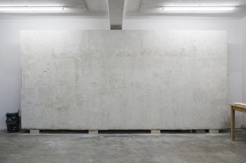 På Muralverkstedet er det bygget opp en vegg som er optimalisert for freskomaleri.