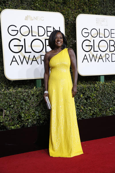 Viola Davis rocks two trends