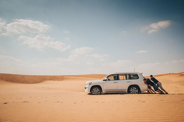 Teamwork is inportant 🏝💪 Next day done - we explored many places around Dubai and mainly places where will @spartanarabia take place. It was really adventurous sometimes. 🏝🚗 #sand #spartan #spartanarabia #desert #dubai #landcruiser #toyota #mgfilm #shooting #video #day #explore #sky #push
