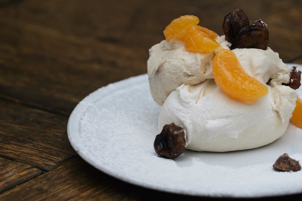 Meringue with clementines and chestnuts,