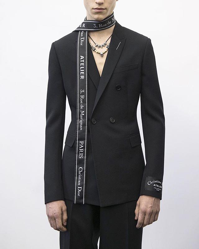 The Dior Homme silhouette ❤️ @diorhomme — #devoile #digital #dior #streetstyle #streetwear #streetfashion #portrait #fashion #fashionlife #fashionpeople #fashionista #oodt #picoftheday #hypebeast #fashiondesigner #東京  #ファッション #モデル #モードストリート #패션피플 #패션스타그램 #스트릿스냅 #거리패션