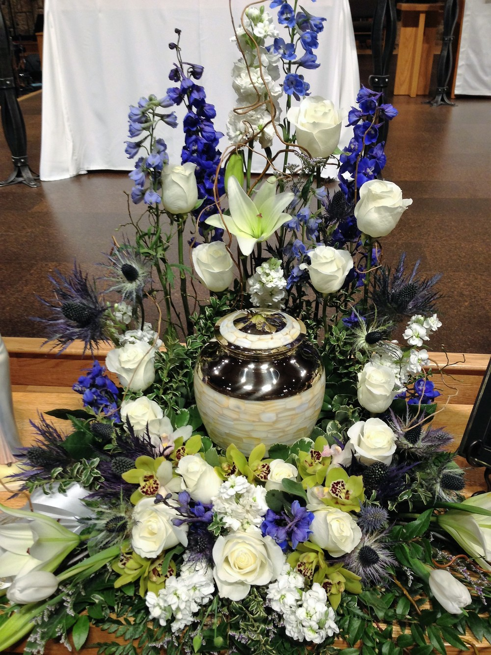 #20 White and blue urn surround