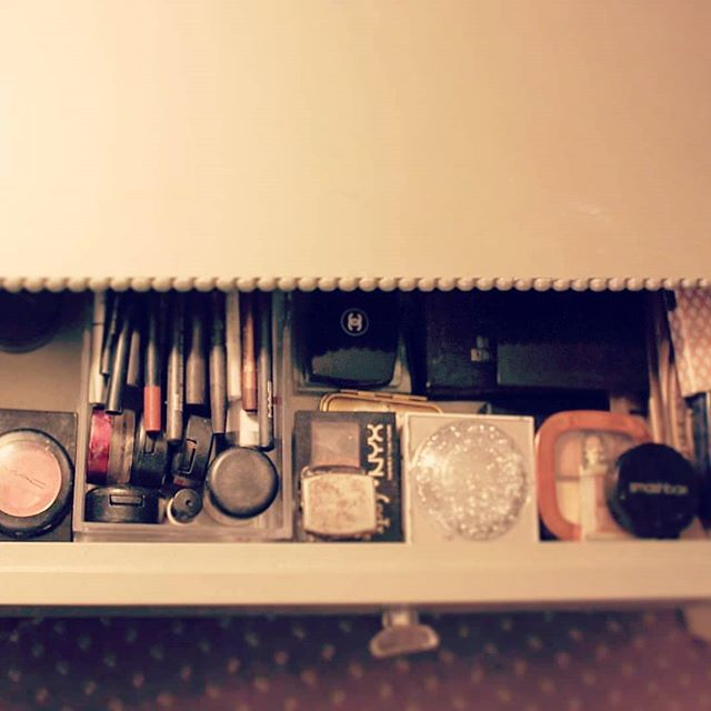 Some more vanity pictures. We were able to consolidate so much and even made room for more face care products from the bathroom! Took out all the vanity dividers for the hair tools, gathered them all up and put them together in one place. Konmari tip: storage should reduce the effort of putting things away, not getting them out. . #decluttering  #organisedlife  #organizing #organizetheworld  #residesimply  #simpleliving  #simplehome  #simplify  #streamlinedliving  #lessstuffmorelife #loveyourhabitat  #thelifechangingmagicoftidyingup  #organizedlife  #organised  #seeksimplicity #smallspacebigstyle #declutteryourlife #tidyspace  #clutterfree  #konmari