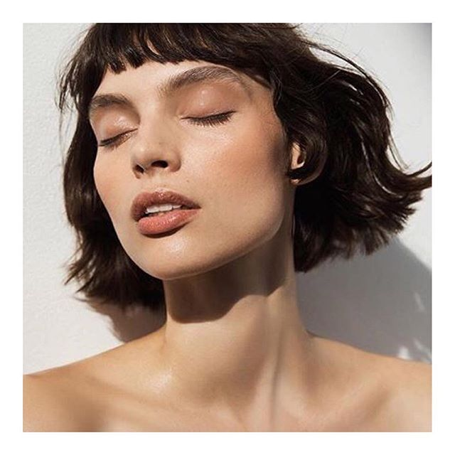 Healthy beautiful skin on @charleefraser compliments of OBAL OIL #photography @landonmcmahon #hair @kennalandny #stylist @commeonmegarcon #walterobalmakeup @anthropologie #artdirector @jisooyayaya . . . . . . . . . #liquidglod #feedyourskin #beauty #fashion #makeup #naturalmakeup #organic #natural #skincare