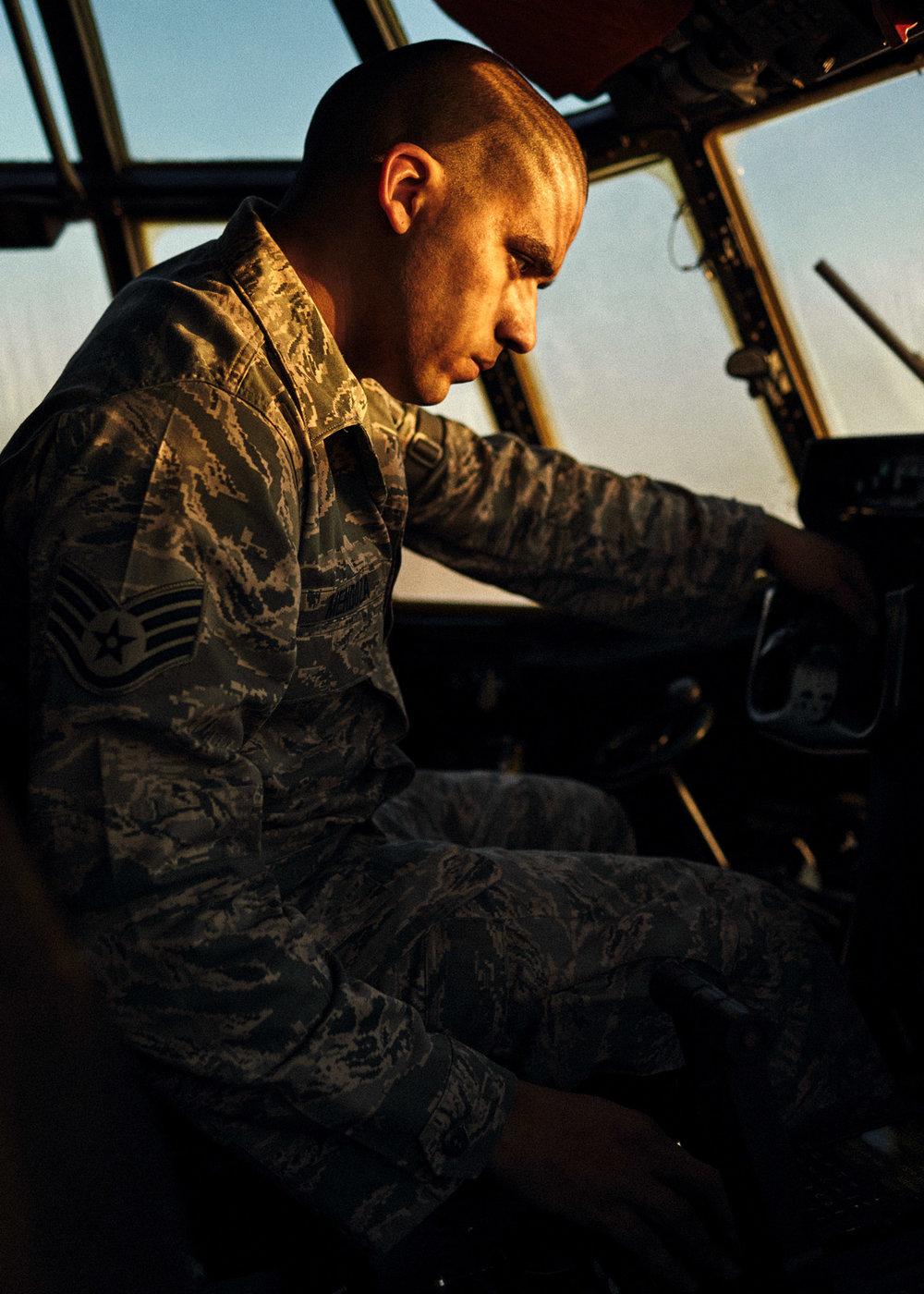 jeff-allen-web-120205_saul-mendoza_0067-c17-cockpit.jpg