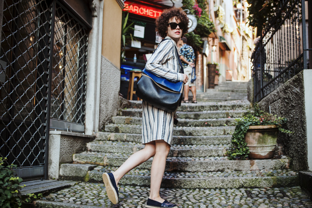 metropolitancircus_lagodicomo_bellagio-weekday vest - ganni dress-feline bag