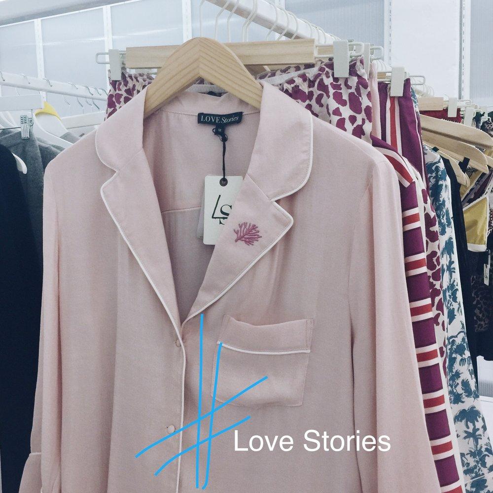 Mit einem PJ ins Büro? Bei den wunderschönen Entwürfen von Love Stories kein Problem.