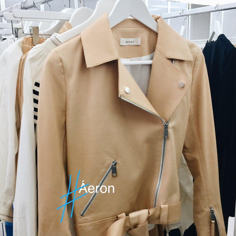 Das Ungarische Label Áeron mausert sich gerade zum neuen It-Label. Bei der Jacke ist das natürlich kein Wunder.
