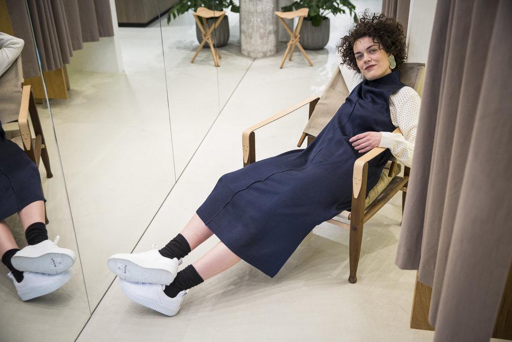 Kleid, Pulli & Schuhe sind von Samsøe & Samsøe